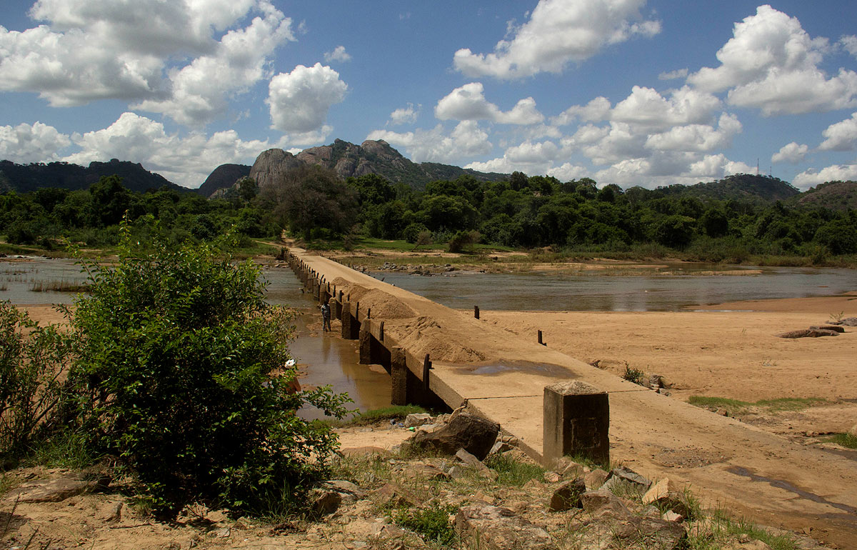 Old Runde River bridge at Mwenedzi
