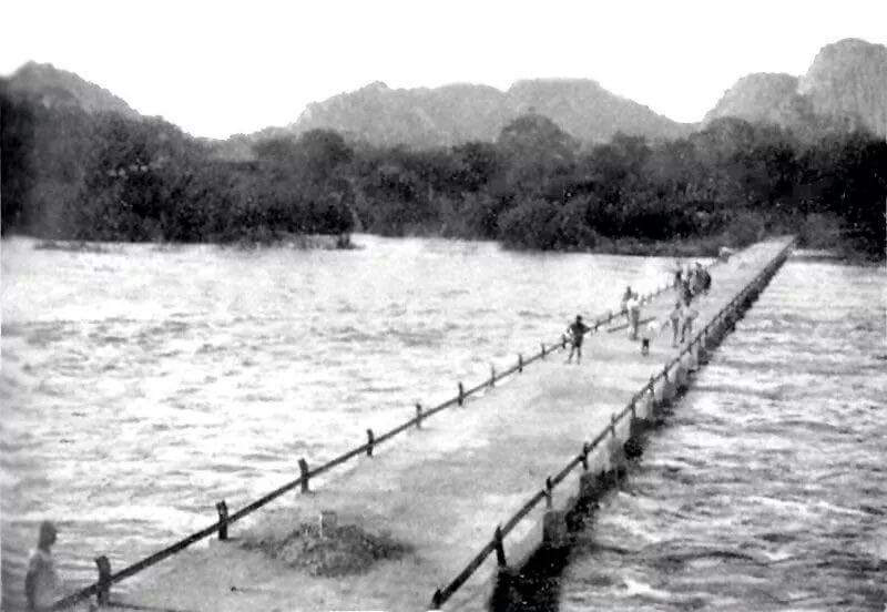 """Old """"Lundi"""" bridge with the river in high flood"""