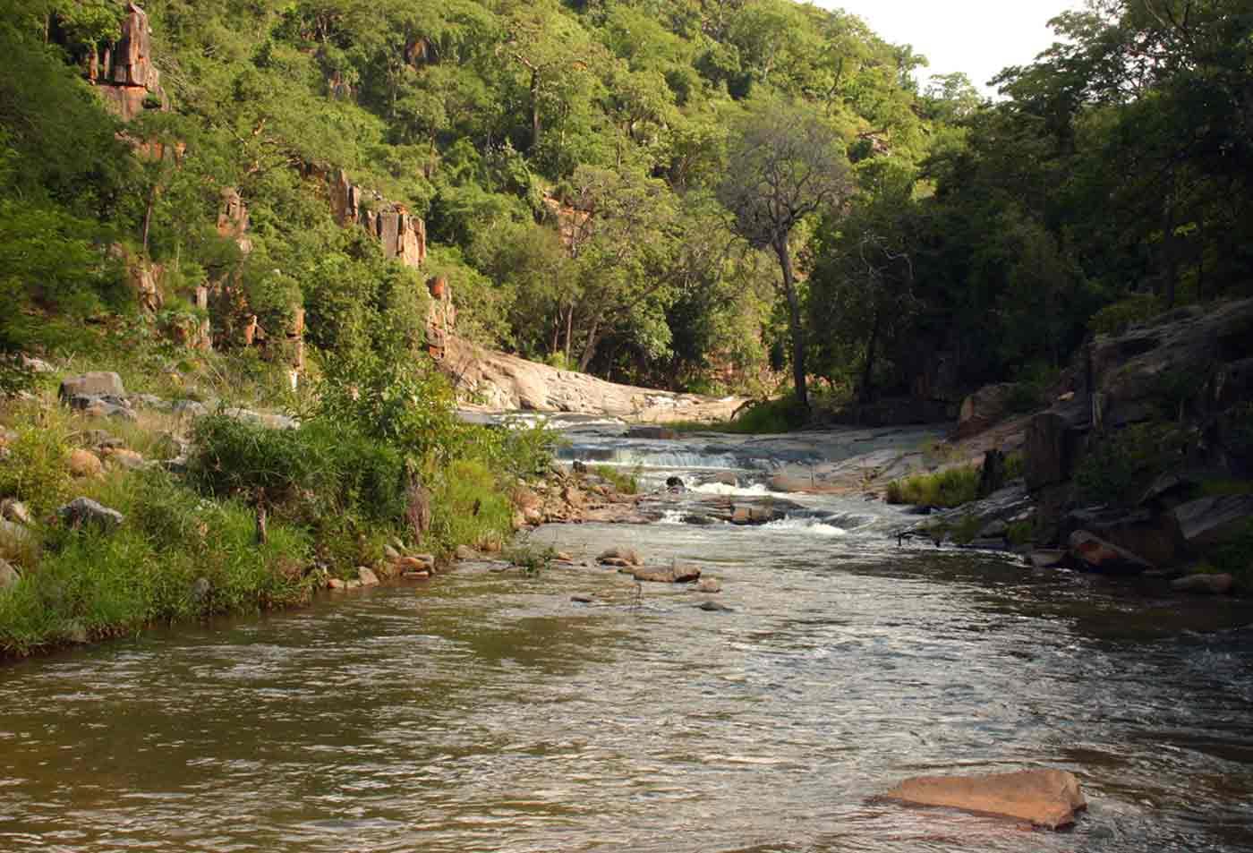 View up the Umvumvumvu River gorge from near the old (broken) bridge