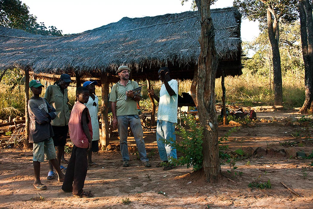 Making arrangements with the regulo of Nhabawa village for a trip into the Chimanimanis